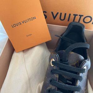 Louis Vuitton Souliers black shoe laces